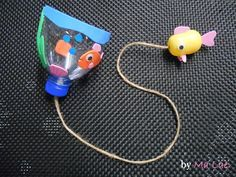 Kids // Les petits poissons, dans l'eau … - Basteln Mit Kindern Weihnachten Summer Crafts, Diy Crafts For Kids, Projects For Kids, Games For Kids, Activities For Kids, Church Crafts, Vacation Bible School, Bible Crafts, Plastic Bottles