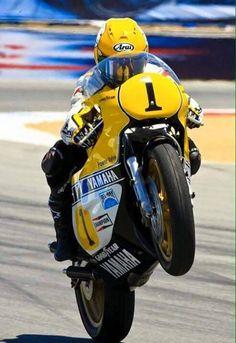 Kenny Roberts World Champion 500 cc Motogp, Gp Moto, Moto Bike, Yamaha Motorcycles, Vintage Motorcycles, Super Bikes, Valentino Rossi, Grand Prix, Motorcycle Racers