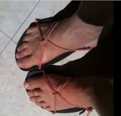 Kit Raymond's Huarache Running Sandal Tying Method Running Sandals, Make Your Own Shoes, Barefoot Shoes, Sewing Leather, Bare Foot Sandals, Tie Knots, Diy Clothing, Huaraches, Cool Kids