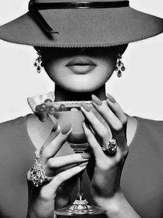 """hats for photos  Mettete un Mi Piace; Bianco e Nero da modaebellezzamag.it """"Moda & Bellezza Magazine"""" è una realizzazione Dielle Web e Grafica."""