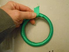 Sproutsandstuff: Christmas Wreath Ornament Made from a Plastic Lid