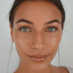 Discover True Match Lumi Glow Nude Palette & highlighter makeup by L'Oréal Paris. Highlighter palette & glow kit to contour & highlight your sculpted glow look. Eye Makeup Steps, Natural Eye Makeup, Natural Hair, Beauty Makeup, Face Makeup, Beauty Pie, True Beauty, Facial For Dry Skin, Oily Skin