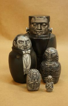 Universal Monster Nesting Dolls, via Etsy. (Dracula, Frankenstein, Creature from the Black Lagoon, and the Mummy). Halloween Art, Holidays Halloween, Halloween Decorations, Halloween Ornaments, Happy Halloween, Haunted Halloween, Spooky Decor, Halloween Birthday, Halloween Horror