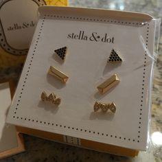 Stella & Dot Aurora Stud Pack Gold Brand new in original packaging! Stella & Dot Jewelry Earrings