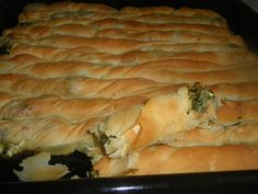 Σπανακοτυρόπιτα με σπιτικό φύλλο Greek Pastries, Bread And Pastries, Greek Desserts, Greek Recipes, Gyro Pita, Crazy Dough, Cyprus Food, Greek Pita, Greek Cooking