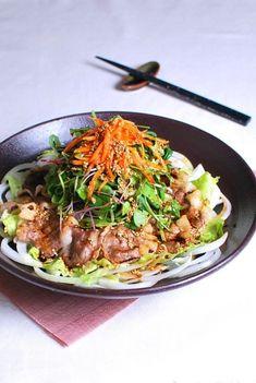 [치돌박이 샐러드, 차돌박이요리 ] 고기 이름치곤 참 특이한 차돌박이. 차돌박이라는 이름은... 소고기의 ... Korean Dishes, Korean Food, K Food, Daily Meals, Food Plating, Japchae, Food Styling, Breakfast Recipes, Food And Drink
