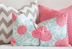 Met kussens in verschillende printjes en patronen vrolijk je de slaapkamer snel op!