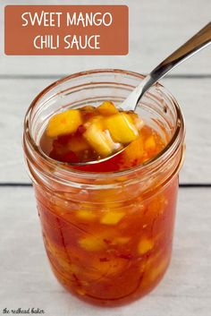 This sticky, sweet mango chili sauce is easy to make and so addictive! Use it to dip shrimp, chicken or fresh spring rolls. Mango Chili Recipe, Mango Dipping Sauce Recipe, Chili Sauce Recipe, Sauce Recipes, Toddy Recipe, Thai Recipes, Fruit Recipes, Mango Sauce For Chicken, Coulis Recipe