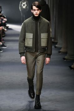 The clashing of textures and patterns | Neil Barrett - Fall 2015 Menswear - Look 4 of 42