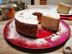 Angel Cake<br /> Buongiorno amici, avete mai sentito parlare dellaAngel Cake, detta anche la torta degli angeli?<br /> Per chi non avesse mai sentito parlare della Angel Cake, è un dolce tipico americano, un ciambellone bianchissimo e sofficissimo, che ricorda appunto gli angeli. Da non confondere, con la CHIFFON CAKE. Infatti queste ...