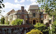 Mêlant architecture Tudor et style Art Déco, Eltham Palace est un palais incroyable, méconnu de tous, à seulement 30 min de Londres. Visite.