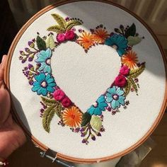 Crewel Embroidery, Hand Embroidery Patterns Flowers, Embroidery Materials, Embroidery Stitches Tutorial, Hand Work Embroidery, Embroidery Hoop Art, Hand Embroidery Designs, Embroidery Ideas, Simple Embroidery