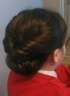 Communion Hairstyles, Confirmation, Beanie, Headbands, Hair Styles, Fashion, Bun Hairstyle, Hair Plait Styles, Head Bands