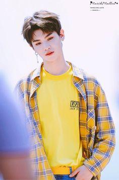 Cre: the owner/as logo Girls Short Haircuts, Short Girls, Justin Baby, Oversized Long Sleeve Shirt, 2000s Fashion Trends, Justin Huang, Aesthetic Grunge Outfit, Korean Fashion Men, Cute Korean Boys