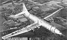 The Giant Bristol Brabazon I Britain's largest land plane is an impressive sight as it makes a test flight over England This is the first. Aircraft Parts, Passenger Aircraft, Ww2 Aircraft, Military Aircraft, Bristol Cars, Experimental Aircraft, Aircraft Pictures, Vintage Racing, War Machine