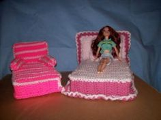 This guide is about making crocheted Barbie doll furniture. A wonderful gift can be created for a special young person. This guide is about making crocheted Barbie doll furniture. A wonderful gift can be created for a special young person. Barbie Clothes Patterns, Crochet Barbie Clothes, Crochet Dolls, Crochet Baby, Free Crochet, Barbie Doll House, Barbie Dolls, Barbie Stuff, Doll Stuff