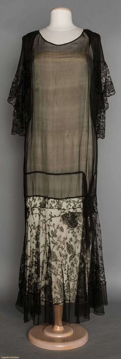 CHIFFON & LACE PARTY DRESS, LATE 1920's | Black silk chiffon, black lace drop skirt & chiffon & lace back cape