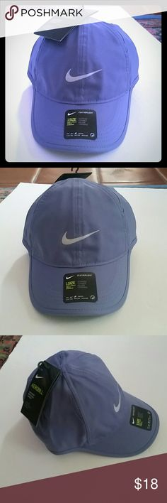Women's Nike Featherlight Baseball Hat PRODUCT FEATURES: Moisture-wicking technology Mesh side panels for breathability Embroidered Nike Swoosh adds sporty style Adjustable closure ensures a customized fit  FIT & SIZING: One size fits most  FABRIC & CARE: Polyester Hand wash  ✌ Price FIRM unless bundled Nike Accessories Hats