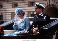 Lady Diana Spencer with Prince Andrew at Trooping the Colour Duchess Of York, Duke And Duchess, Duchess Of Cambridge, Duchess Kate, Lady Diana Spencer, Spencer Family, Prince Andrew, Diana Fashion, Princes Diana