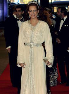 Caftan Marocain - Lalla-Salma Reine et mille fois plus simple dans sa khyata que toutes les bling bling ridicules! J'aime!!!