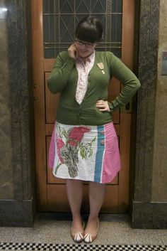 [gasp!] this skirt... soo many vintage teatowels in the stash, so little time...