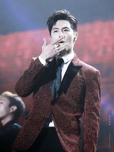 """171015 東方神起 """"TVXQ! Special Comeback Live -YouR PresenT- in Macau:オープニング (ユノ)"""" Jung Yunho, Jyj, Tvxq, Korean Men, Super Junior, Snsd, Korean Singer, Shinee, Wattpad"""