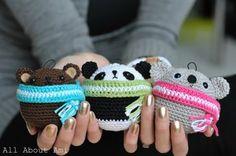 Давайте украсим елку этими милыми зверюшками-шарами, укутанными в шарфы. Кого связать: медведя, панду или коалу - решать Вам, но лучше с...