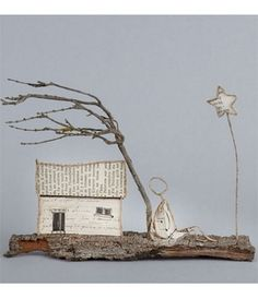 Papier Poetry in Freedom - Isabelle Guiot-Hullot Newspaper Crafts, Book Crafts, Fun Crafts, Diy And Crafts, Paper Mache Sculpture, Book Sculpture, Recycled Art Projects, Diy Projects To Try, Twig Furniture
