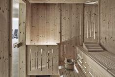 Finnische Sauna im ARX Hotel // Finnish sauna in the ARX Hotel Finnish Sauna, Room, Furniture, Home Decor, Ski Trips, Recovery, Homemade Home Decor, Rooms, Home Furnishings