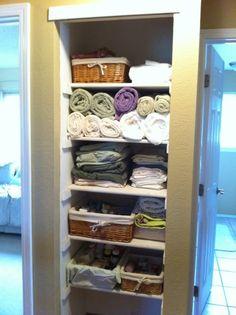 Kathe With an E: Linen Closet Organization