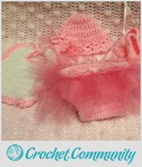 EDITOR'S CHOICE (07/13/2015) Newborn Ballet Outfit by Terri View details here: http://crochet.community/creations/3484-newborn-ballet-outfit