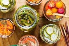 How To Quick Pickle Any Vegetable Kitchn - Cool Briny Pickles Straight From The Fridge Are One Of The Simplest Pleasures Of Summer Quick Pickling Is Also A Brilliant Solution For Preserving A Plethora Of Vegetables From The Market Or Your Ga Fresh Vegetables, Fresh Herbs, Pickling Vegetables, Vegan Recipes, Cooking Recipes, Cooking Ribs, Cooking Turkey, Fruit Recipes, Summer Recipes
