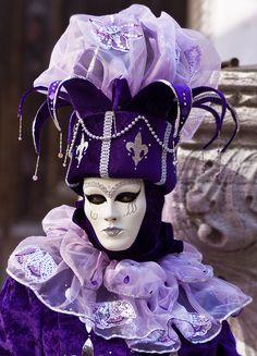 purple full costume w/ mask Venetian Carnival Masks, Carnival Of Venice, Venetian Masquerade, Masquerade Ball, Venetian Costumes, Venice Carnivale, Purple Love, All Things Purple, Venice Mask