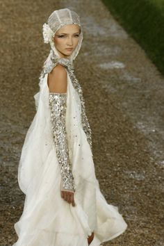 This would be wonderful for a fantasy style wedding. So exotic.