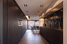 Black Wall Tiles, Black Walls, Home Decor Kitchen, Kitchen Ideas, White Ceiling, Kitchen Flooring, Kitchen Styling, Luxury Living, Home Lighting