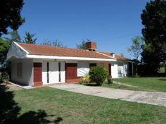 ¡Hermoso Chalet publicado en Vivavisos! http://venta-casas.vivavisos.com.ar/compra-casas+villa-rumipal/alquilo-chalet--parque-de-1200m2--pileta/42259420