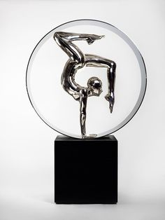Mauro Corda. CONTORSIONNISTE AU CERCLE. 2007  Photo by Academy of Arts Artwork Photography Studio