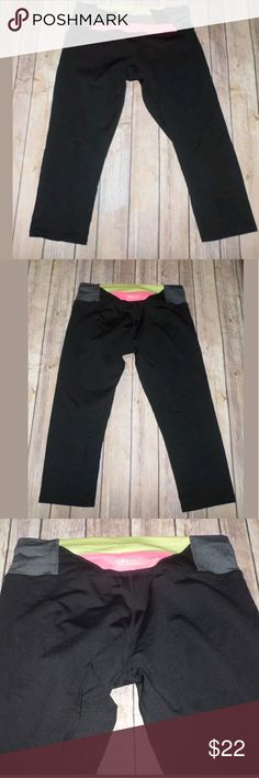 "Calvin Klein Performance Quick Dry Crop Pants M Calvin Klein Performance Quick Dry Crop Pants Size Medium  Great shape  Neon waist band  W: 14"" Inseam: 19"" Calvin Klein Pants Ankle & Cropped"