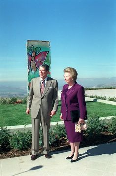 President Reagan and Margaret Thatcher with a piece of the Berlin Wall gifted to Ronald Reagan's presidential library in Simi Valley, California, United States. Presidents Wives, Greatest Presidents, American Presidents, American History, 40th President, President Ronald Reagan, Reagan Library, The Iron Lady, Nancy Reagan