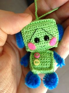 Adorable robot amigurumi (this doesn't link to a pattern though - sadness! Crochet Diy, Crochet Amigurumi, Crochet Gifts, Amigurumi Patterns, Crochet Dolls, Crochet Patterns, Knitting Projects, Crochet Projects, Crochet Keychain