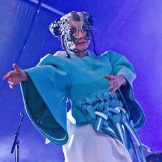 "Björk no Instagram: ""gràcies barcelona ! #björk #vulnitoura // photo by francesc fabregas // clothes by @andreajiapeili // headpiece by @j.t.merry"""