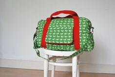 De Zuster Van: Het relaas van een tas.  Pampertas??