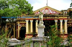 rajbari mymensing - Google Search India Architecture, Area Units, Hindu Deities, Yellow Walls, Founding Fathers, Holiday Travel, Windows And Doors, Lodges, Bouldering