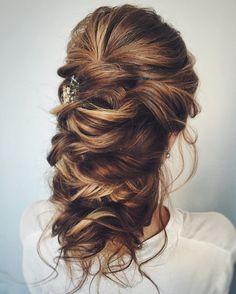 Long and Loose romantic wedding hairstyles   fabmood.com #bridalhair #weddinghairstyle #weddinghairstyles #longhair