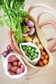 Kinds Of Vegetables, Fresh Vegetables, Eat The Rainbow, Salad Bar, Fruit And Veg, Raw Food Recipes, Farmers Market, Street Food, Food Inspiration