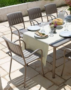 Maestrale 220 dinnig table close up with Musa chairs in tortora