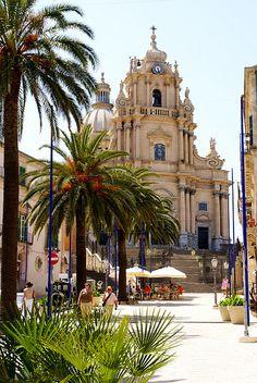 Ragusa-Ibla, Piazza del Duomo, Duomo di San Giorgio (St. George's Cathedral),Italy