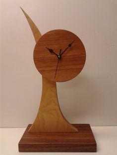 Rustic Wall Clocks, Mantel Clocks, Clock Art, Diy Clock, Homemade Clocks, Traditional Clocks, Wood Pencil Holder, Design Tisch, Cool Clocks