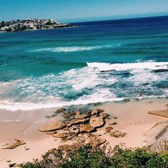 Bondi Beach waves be like 🌊🌊 . #mrtravelalotgoesSydney #mrtravelalot #sydney #newsouthwales #australia #tb #trowback #instatravel #igtravel #travelblogger #travelgram #travel #traveler #tourism #wanderlust #travelphotography #photography #instaaustralia #australiagram #aussie #bondi #bondibeach #beach #waves #ocean #blue #sea