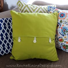 This Button Pillow Cover DIY Project is an easy way to give an old pillow a new . : This Button Pillow Cover DIY Project is an easy way to give an old pillow a new look! Old Pillows, Green Pillows, Sewing Pillows, Easy No Sew Pillow Covers, Throw Pillow Covers, Throw Pillows, Diy Cushion, Cushion Covers, Diy Buttons